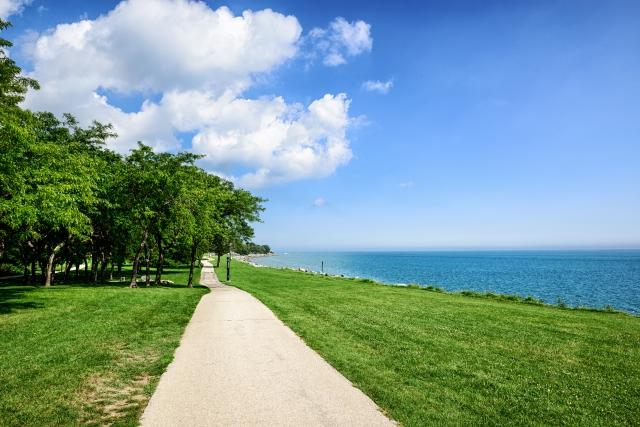 A footpath by Lake Michigan in Evanston, IL